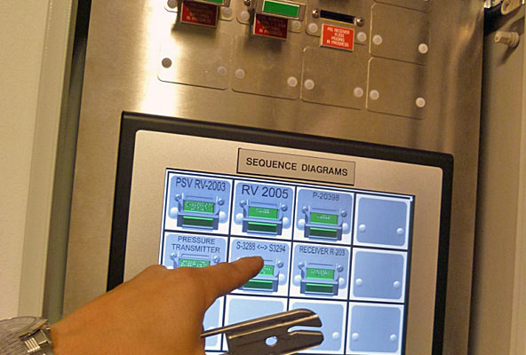 valve-interlock-touchscreen-panel-for-control-room